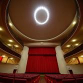 Interno Teatro Faraggiana e luci soffitto