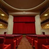 Palco del Teatro Faraggiana visto dalla platea